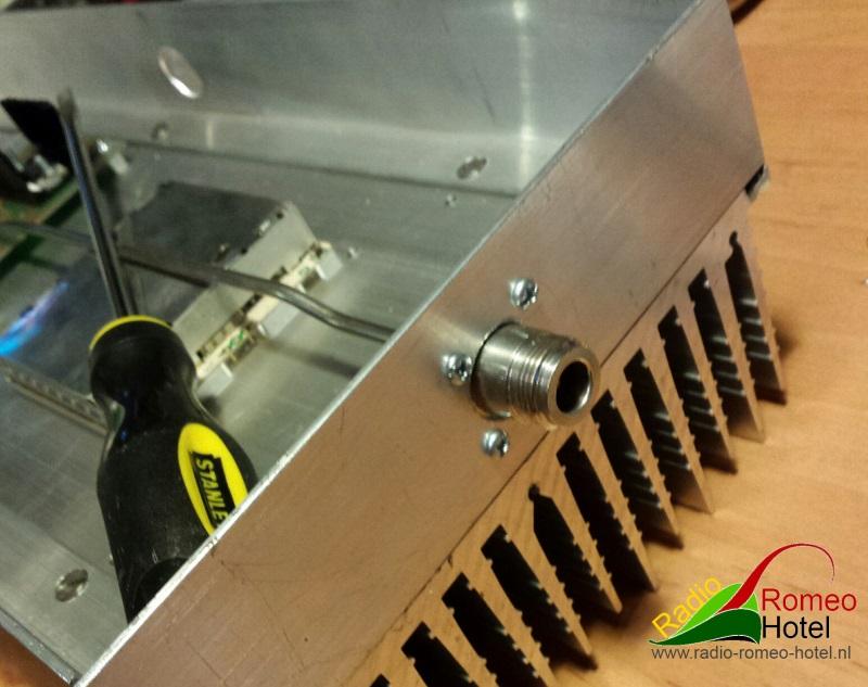 35cm amplifier met 225watt N-cennector chassis deel detail