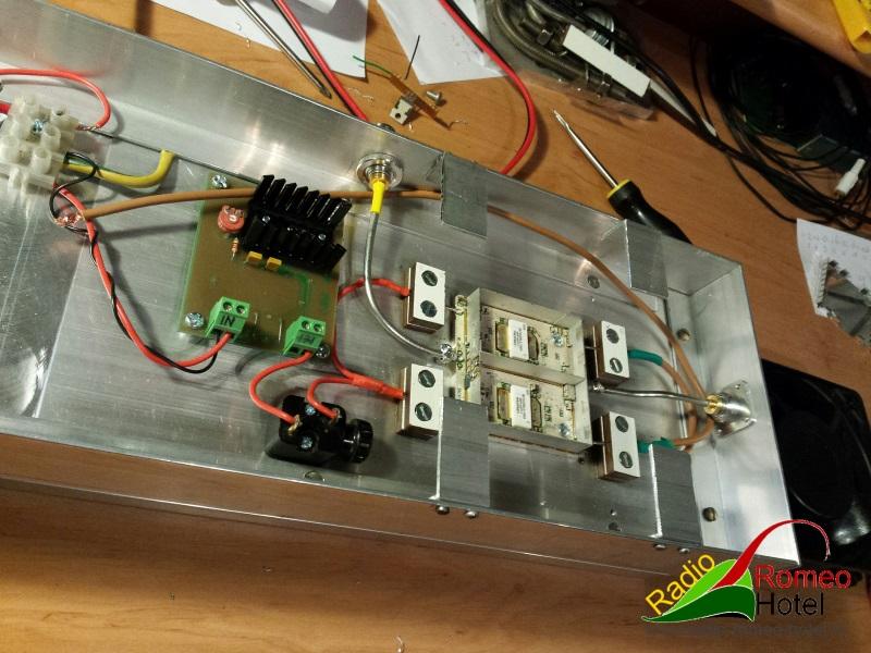 35cm amplifier met 225watt beugels voor de ventilator gemonteerd