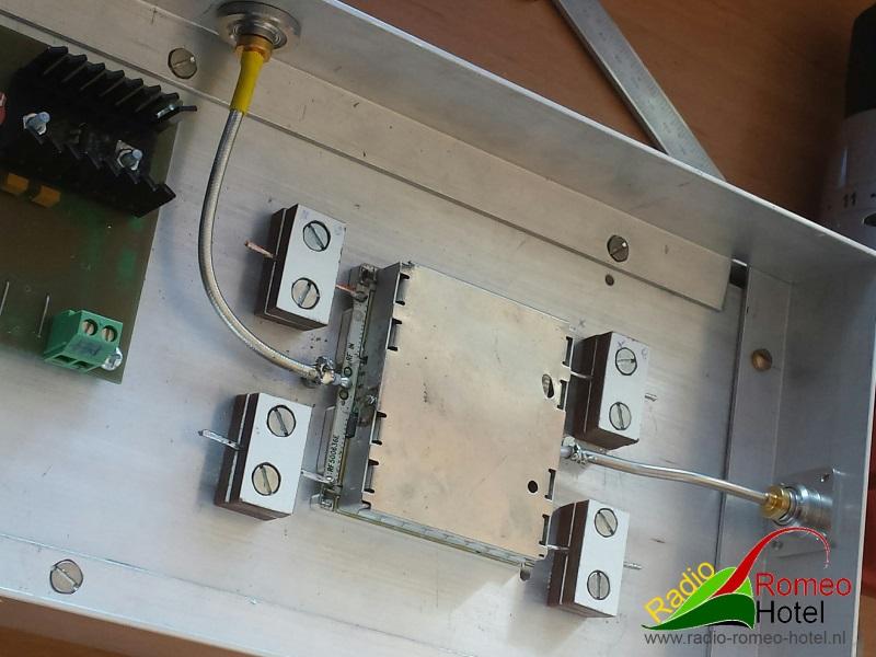 35cm amplifier met 225watt module aangesloten, in en uitgang