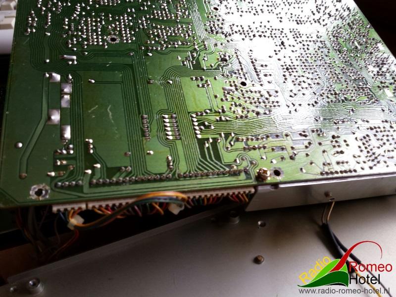Aan de onderkant van de print moet ook nog wat soldeerwerk gedaan worden.