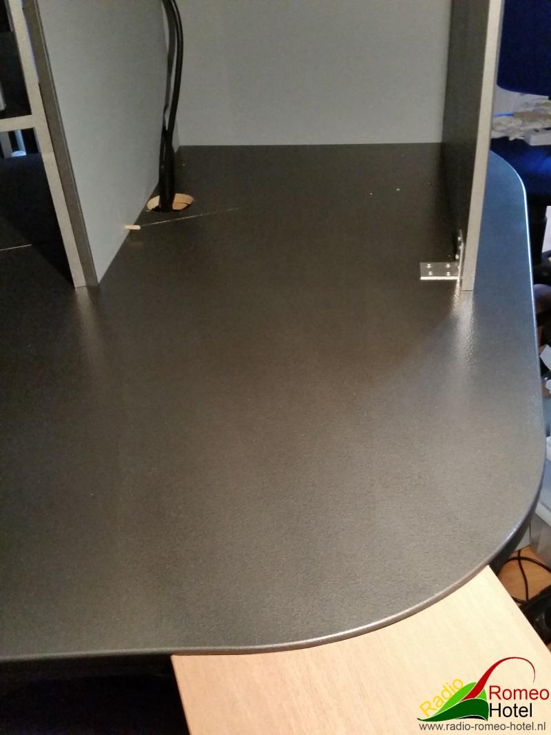 Aansluiting bureau met studiomeubel